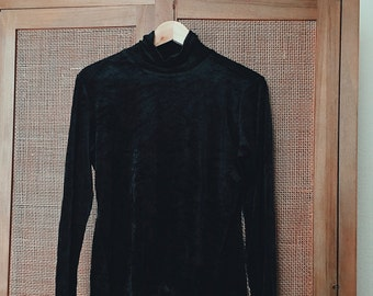 "1990's VTG Women's ""Gap"" Black Crushed Velvet Turtleneck Long Sleeve Top Size M"