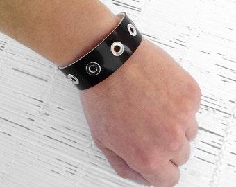 Black bracelet Black cuff bracelet Black jewelry Black bangle Studded bangle bracelet Black bangle Vegan jewelry Snap bangle Upcycled jewelr