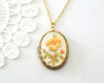 Victorian Gold Rose Locket, Antiqued Gold Locket, Feminine Jewelry, Bridesmaid Locket, Whimsical Jewelry, Gift for Her