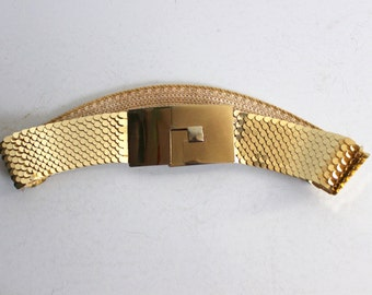 Gold stretch reptile style belt