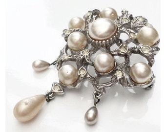 Lovely Brooch with Diamantes and Pearls