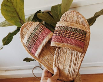 vintage straw slippers/straw slippers/woven slippers/house slippers/vintage footwear/boho style/boho/boho slippers