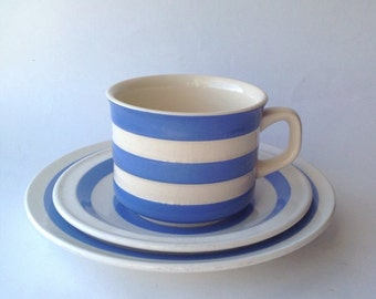 T & G Green with Carrigaline Pottery Mismatched Tea Cup Trio mid Century Kitchenalia. Like Cornish ware