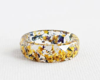 Nature Inspired Eco Resin Ring Band with Pressed Flowers and Gold Flakes • Faceted Ring With Tiny Yellow Flowers