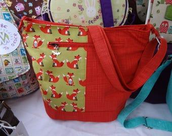 Bucket syle Handmade Handbag/Purse in lovely Fox fabric, pockets and adjustable strap