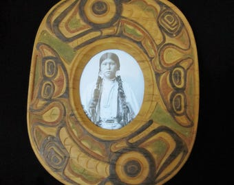 Native American Photo Frame - Resin-based, two killer whales in tribal motifs. 1994 Trademark by Fancy Frames. Great home decor & gift!