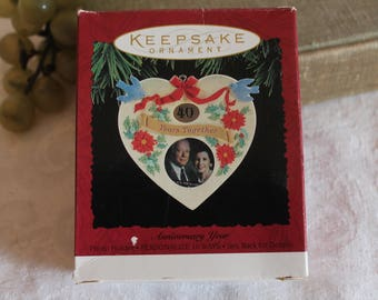 1995 Hallmark Keepsake Christmas Ornament - Anniversary Year Photo Holder