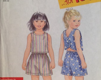Simplicity 8162 Sewing Pattern UNCUT