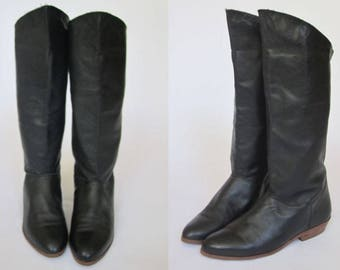 1980s Black Riding Boots    Vintage 80s Vinyl Leather Knee-High Boots    Slouchy Pirate Boots Size 6 US