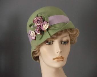 Apple green felt cloche, vintage inspired cloche, 1930s hat,  up down brim, mauve ribbon band, felt loop embellisment, small flowers, tea