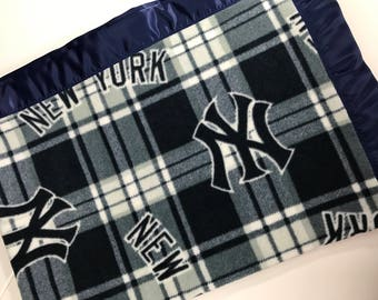 New York Yankees Baseball Fleece Blanket with Navy Satin Binding, Choose the Size