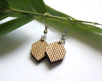 Geometric earring, urban brick pattern, wooden jewel, architectural inspiration, modern earrings, wood contemporary jewelry, laser cut