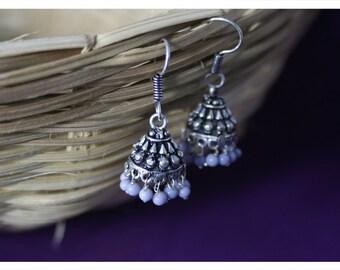 Carmela, earrings with oriental charm