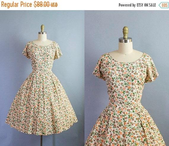 SALE 15% STOREWIDE 1950s floral dress/ 50s cotton novelty flowers short sleeve sundress/ medium