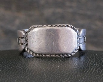 ETCHED SIGNET RING