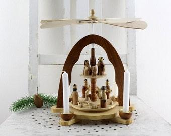 Original Erzgebirge Tischpyramide Weihnachtspyramide zwei Etagen DDR Holz Weihnachtsdekoration Winter Tischdekoration Tannenbaum Dekor