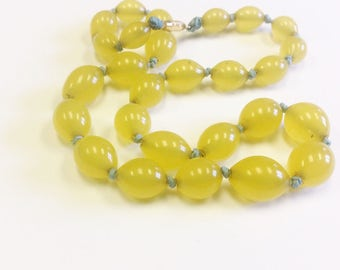 Vintage, Art Deco, yellow glass bead necklace.