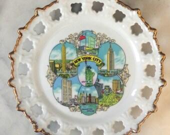 Vintage New York City Souvenir Plate Scallop edge Trade Center Landmark Graphics