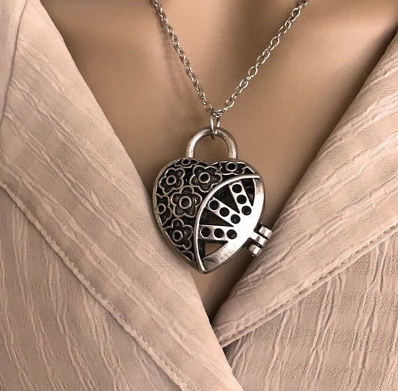 Locket for Oils, Prayer Box or Pictures. 3D Heart Shaped Flower Design. Magnetic Closure. Felt Pad or Lava Bead for Essential Oils