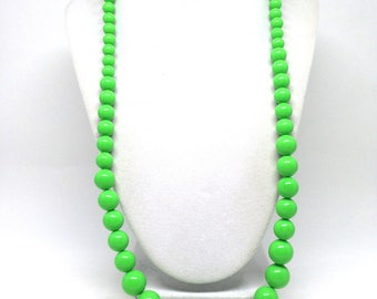 Stunning Vintage Estate Neon Lime Green Lucite Necklace