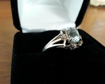 Vintage Blue Topaz and Sterling Silver Ring - Size 7 3/4