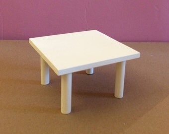 Pretty Coffee Table square wood for your Dolls