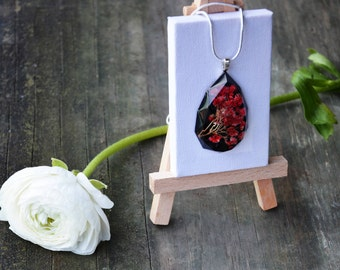 Teardrop set with Real Red Flowers