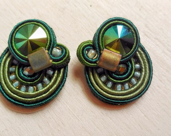 Stud in soutache, shades of green, with swarovski beetle