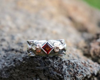Garnet ring set in rose gold and silver