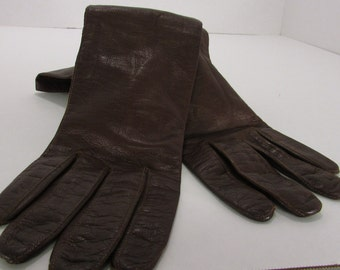 Vintage Woman's Chocolate Brown  kid leather lined Gloves size 7 1/2 made in Italy for carson pirie scott