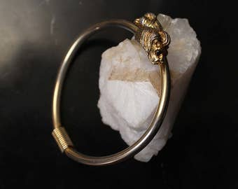 Gold Lion Bracelet 80s Jewelry, Lion Jewelry, Vintage Double Lion Head Bracelet, Lion Bangle, Gold Bangle, Occult Jewelry, Statement Bangle