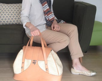 TRAVEL BAG - brown leather and beige raffia.