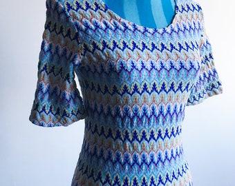 ON SALE!!! 80s Vintage Zig Zag Nylon Pattern Scoop-neck, Bell Sleeve, A-Kin-to-Skin Label Shirt (m-l)