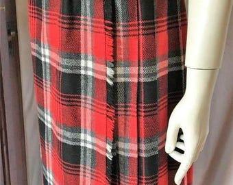 Laird-Portch of SCOTLAND Women's size Medium 10-12KILT SKIRT Wool Red & Black Tartan Plaid Excellent Condition Vintage 1980's