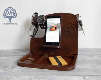 iPhone Docking Station Groomsmen gift box Personalized Gift for Him Custom Gift for Dad Fathers Day Gift, Wood docking station mens gift