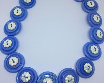 Vintage look button necklace