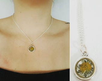 Necklace with real flower