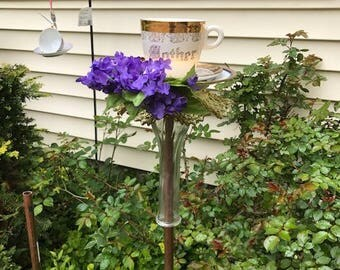 memorial Mother birdfeeder with violets