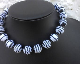 "Zebra-striped acrylic bead choker necklace 16.5"", with free black bead drop earrings"
