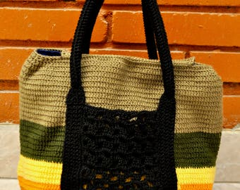 Beautiful knitted handbag for any occasion
