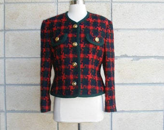 80s ladies blazer ala Chanel style, preppy artsy plaid tweedy wool ladies who lunch blazer, gold tone buttons, jacket trimmed in green wool.