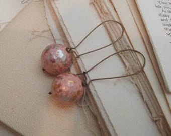 Speckled pink and rose gold vintage earrings.