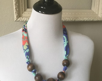 Retro Beaded Fabric Necklace Blue with Retro Flower and Walnut Stained Beads