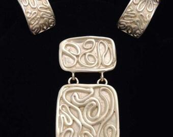 NORMA JEAN Gold Earrings Set / Norma Jean Gold Modernist Earrings Set / Vintage Gold Brooch and Earrings Set / Etruscan Style Jewelry