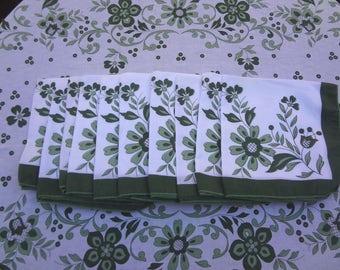 Captivating Vintage Oval Tablecloth W/ 10 Napkins / Green U0026 White Print