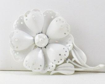 Vintage Hedy Hedison White Enamel Floral Brooch Pin (B-2-4)