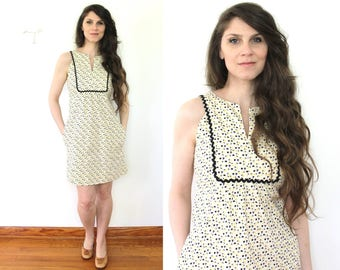 1970s Mini Dress / 70s Floral Tulip Print Mini Boho Dress