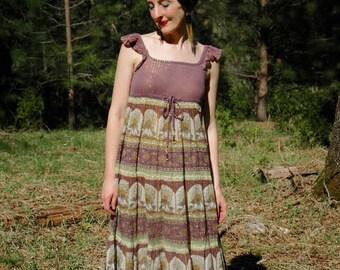 Size Small... Vintage Indian Gauze Summer Dress... Indian Cotton Indian Dress... Empire Waist