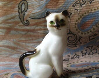 PORCELAIN SIAMESE CAT with Green Eyes, 2 Inch Tall Miniature Collectible Figurines Cute Sweet Cats like Hagen Renaker KnickKnack Knick Knack