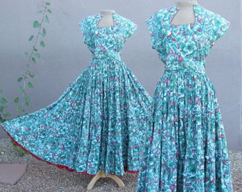 VINTAGE 1950s  -Fabulous Green and Red very full tiered skirt